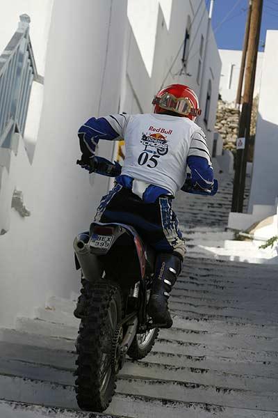 Donkey Cross - auf Eseln und auf Motocrossmaschinen Foto: reporter-images.gr