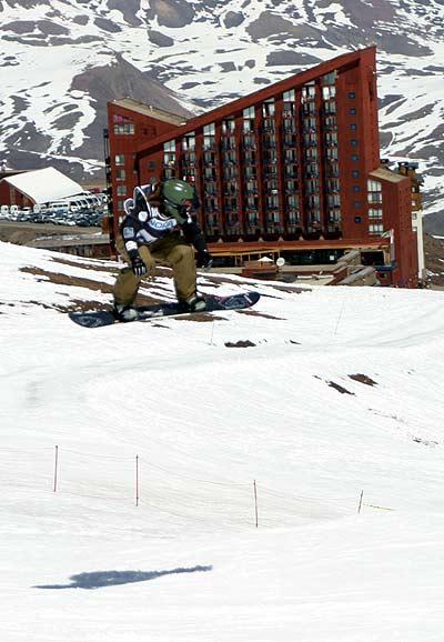 Maelle Ricker beim FIS Snowboard Worldcup in Valle Nevado, Chile Foto: FIS / Oliver Kraus