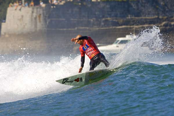Der neue alte Sieger des Billabong Pro Mundaka Bobby Martinez Foto: Kelly Cestari, Covered Images