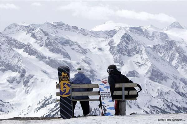 Snowboarder-Paar über den Wolken Foto: Fröde Sandbeck