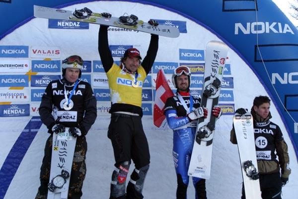 Podium FIS Snowboard Worldcup Nendaz 2007: Rok Flander, Mathieu Bozzetto, Roland Haldi und Mathieu Morison   Foto: fis-ski.ch