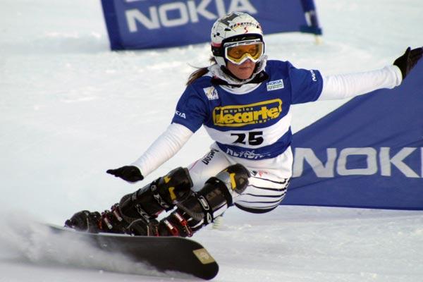 Siegerin Julia Dujmovits beim FIS Worldcup Parallel Slalom in Nendaz 2007 Foto: fis-ski.ch