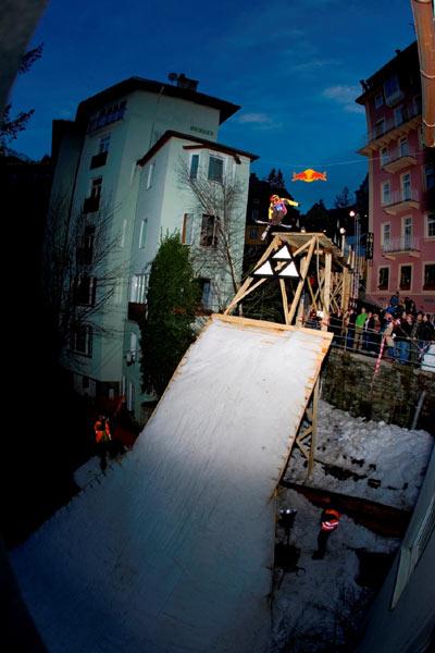 Freeski-Action bei den Play Streets.  Foto: Elina Sirparanta