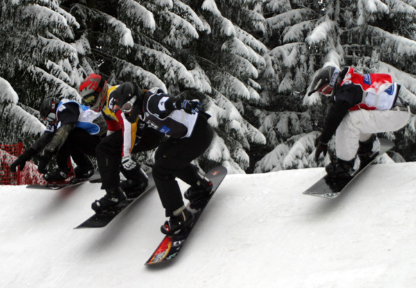 Teilnehmer beim Snowboard Cross in Bad Gastein.  Foto: Oliver Kraus, FIS