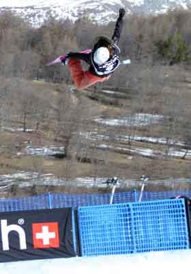 Anne-Sophie Pellissier beim FIS Snowboard Weltcup in Bardonecchia Foto: Oliver Kraus, FIS