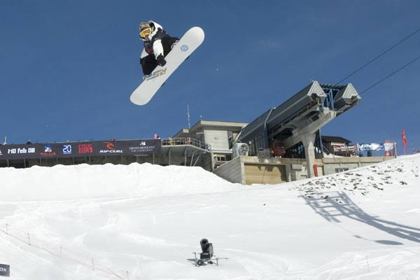 Die Snowboarder stehen in den Startlöchern.  Foto: Fabrice Regazzi