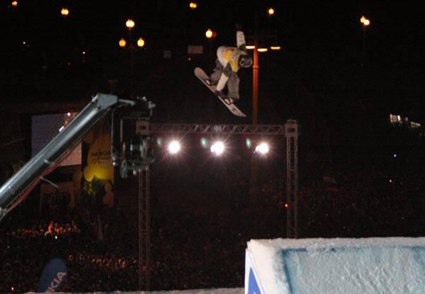 Stefan Gimpl holte sich in Moskau vorzeitig den Gesamtsieg im Big Air.  Foto: Oliver Kraus, FIS