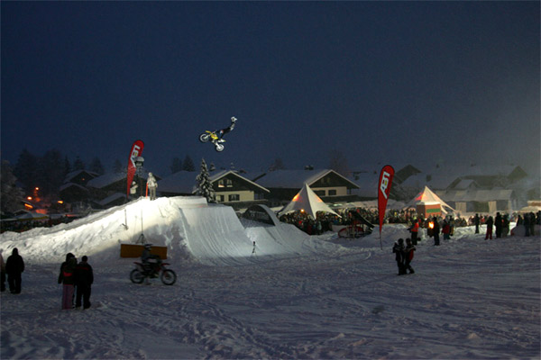 FMXer bei der Night On Snow.  Foto: styleandsport