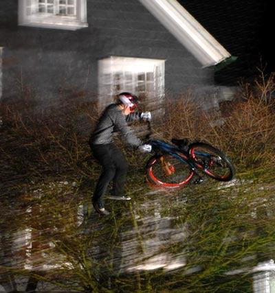 Mountainbiker auf Kunstschnee: Ride the Stairway.  Foto: Martin Donat
