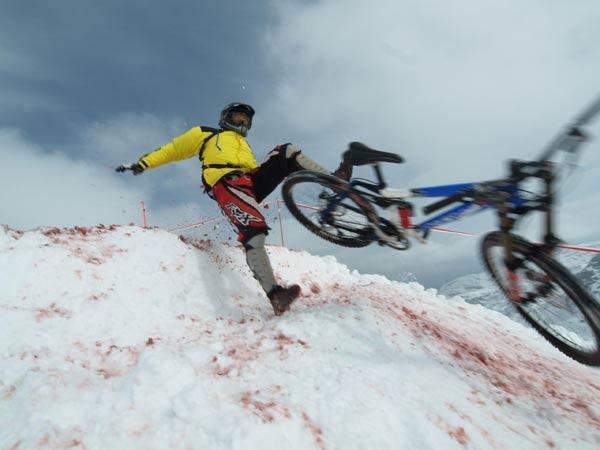 Die Mountainbiker kommen wieder zum Krippenstein und nehmen auch Stürze in Kauf.  Foto: Gerd Pachauer