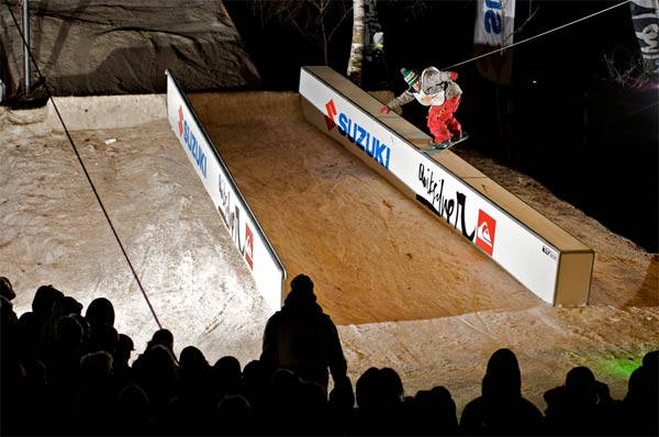 Snowboarder bei der Night On Snow.  Foto: Stefan Eigner
