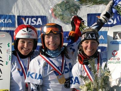 Strahlende Siegerin Svetlana Boldikova, Fränzi Mägert-Kohli und Heidi Neururer Foto: FIS