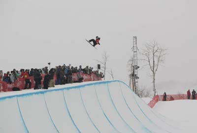 Shaun White im Park City Mountain Resort bei den TTR World Super Pipe Championships 2008  Foto: TTR