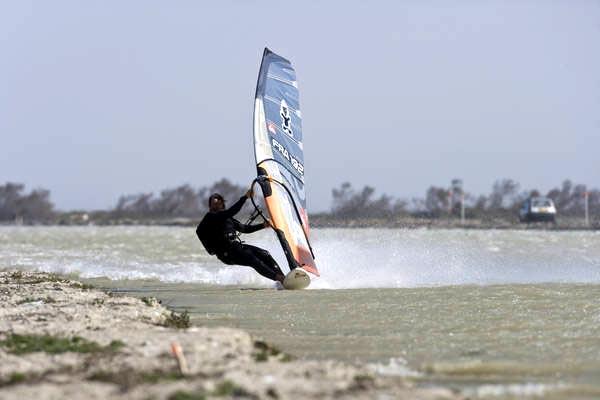 Antoine Albeau stellt den neuen Speedrekord auf.  Foto: World of Windsurfing