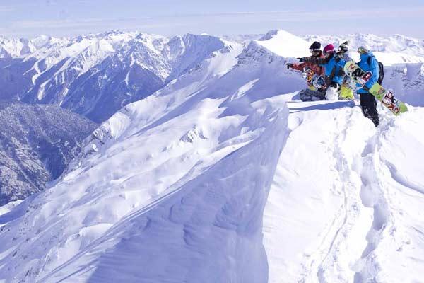 Per Loken, Rémi Lamazouère, Darius Heristchian und Victor De Le Rue. Das Expeditions-Team bei der Arbeit. Foto: Eric Berger