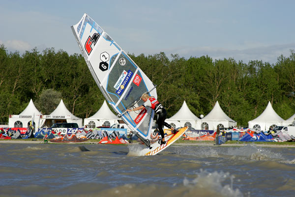 Surf World Cup am Neusiedler See.  Foto: Julia Steiger