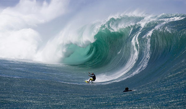 Shane Dorian auf Tahiti bei seinem Ride of the Year.  Foto: Tim Jones