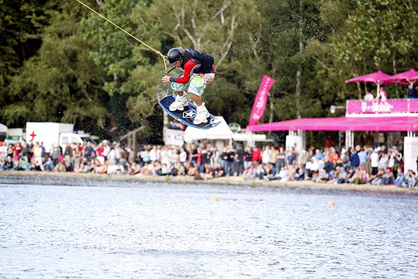 Wakeboard-Action bei den T-Mobile Extreme Playgrounds in Pinneberg.  Foto: Veranstalter