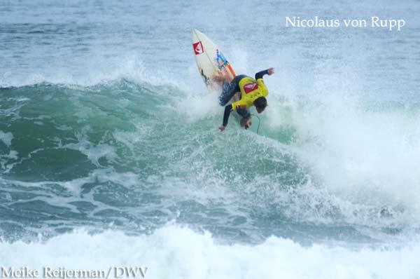 Nicolaus von Rupp bei den ISA World Junior Surfing Championships im französischen Le Penon.  Foto: Meike Reijerman