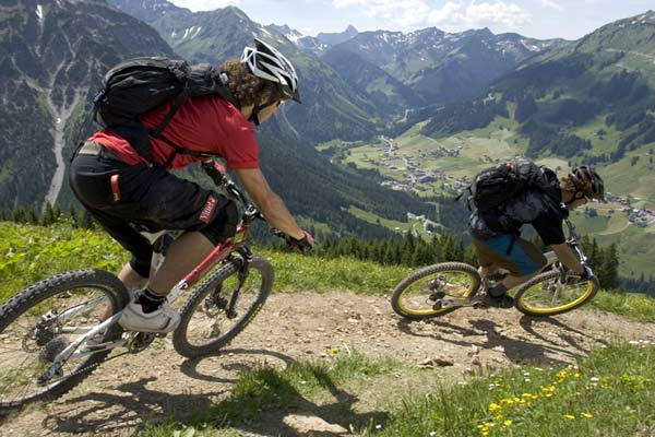 Mountainbiken im Kleinwalsertal (AUT).  Foto: Markus Greber