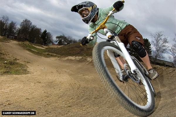 4 Crosserin und Mountain X-Riderin Laura Brethauer.  Foto: Andy Schwarzkopf.de