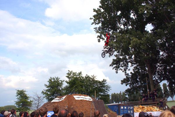 Spektakuläre Showeinlagen beim 2. Contest der DM im Freestyle Motocross.  Foto: IFMXF.com