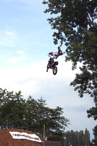 Faszinierende Luftakrobatik in Niederdorla beim 2. Contest der DM im Freestyle Motocross.  Foto: IFMXF.com