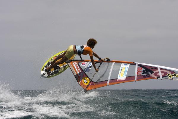 Die erst 16-jährige Sarah Quita-Offringa gewinnt den PWA Tourstopp auf Lanzarote.  Foto: PWA/ John Carter