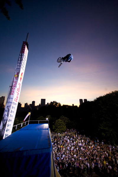 Kevin Robinson hält den Weltrekord im Highest Air mit dem BMX.  Foto: Christian Pondella/Red Bull Photofiles