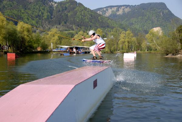 Billabong Teamfahrer und frisch gebackener Weltmeister im Wakeskaten Janik von Lerchenfeld.  Foto: billabong.com