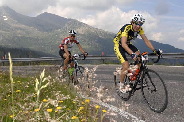 Bei der 6. Etappe der Tour-Transalp 2008 nach Feltre ging es durch grandiose Berglandschaften.  Foto: Veranstalter