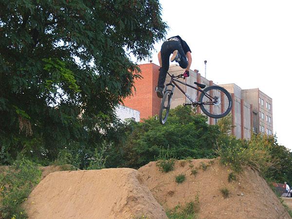 Dirt Jump ist die Lieblingsdisziplin von Philipp Meyer.  Foto: privat