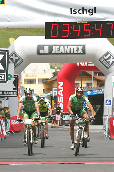 Nur sechs Zehntelsekunden lagen zwischen den Gewinnern der zweiten Etappe, dem Team Craft & Friends, und den zweitplatzierten Team Bulls.  Foto: Veranstalter