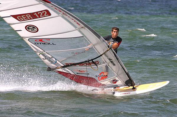 Will 2012 bei den Olympischen Spielen dabei sein: DWC-Surfer Vincent Langer.  Foto: privat