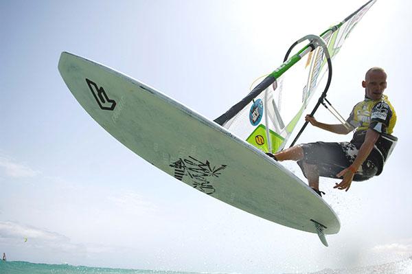 Freestyle-Surfer André Paskowski.  Foto: Burkhard Drews.