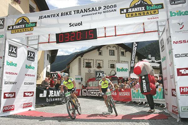Das Siegerteam der dritten Etappe: Karl Platt und Stefan Sahm vom Team Bulls.  Foto: Veranstalter