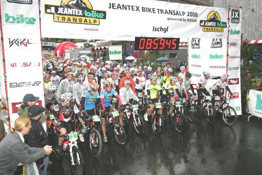 Start zur ditten Etappe der Bike Transalp 2008.  Foto: Veranstalter