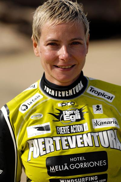 Den Weltmeisterschaftstitel mit nach Stuttgart zu nehmen ist der Traum von Speedsurferin Birgit Höfer. Foto: Burkhard Drews.