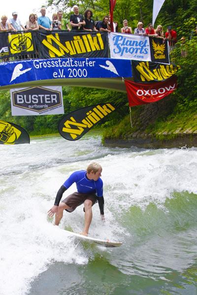 Gerry Schlegel gilt als einer der weltweit erfolgreichsten Riversurfer.  Foto: Flo Hagena