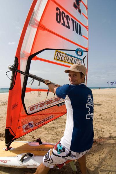 Christian Pressler aus Österreich belegt nach dem PWA Surf World Cup 2008 den 27. Platz in der Weltrangliste.  Foto: Burkhard Drews.