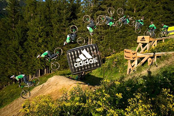 Flip vom Macho drop von Timo Pritzel (16 m).  Foto: Markus Greber/ adidas slopestyle