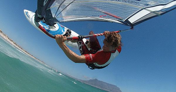 Sonne, Meer, Jung und sein Board - die perfekte Mischung.   Foto: Fiat Freestyle Team