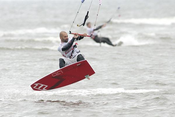 Ron Reimers beim Kitesurf World Cup in St. Peter-Ording.  Foto: HOCH ZWEI/Michael Kunkel