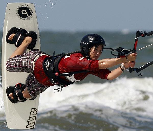 Die 19-jährige Hamburgerin Sabrina Lutz ist Deutsche Meisterin im Race und Freestyle 2008.  Foto: Dreisicht/ Reemedia