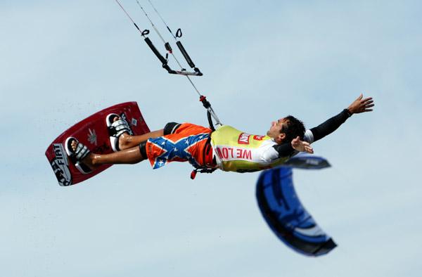 Kitesurfer in St. Peter-Ording.  Foto: HOCH ZWEI, Malte Christians