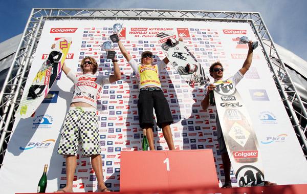 Die Sieger im Kitecross: 2. Sky Solbach, 1. Kevin Langeree, 3. Sebastian Garat Copyright: HOCH ZWEI/Malte Christians
