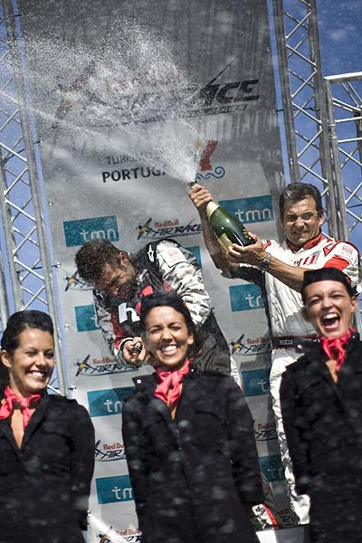 Red Bull Air Race in Porto.  Foto: Daniel Grund