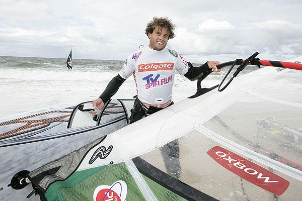 Der glückliche Gewinner Moussilmani.  Foto: HOCH ZWEI/ Michael Kunkel
