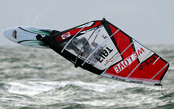 Flo Jung beim Windsurf-Cup auf Sylt.  Foto: Hoch Zwei/ Malte Christians