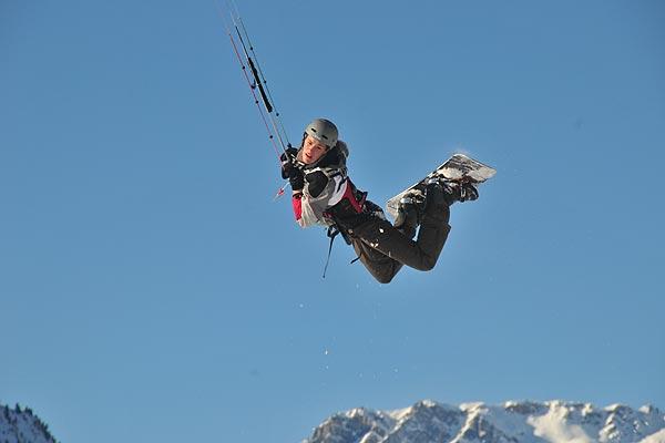 Snowkiter in Aktion.  Foto: flysurfer.de